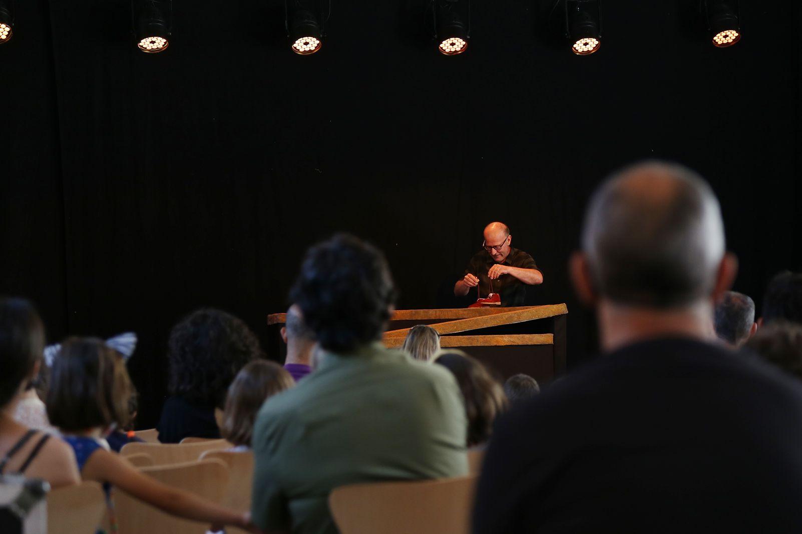 """Espectacle familiar """"L'aventura d'avorrir-se"""" amb l'Estaquirot Teatre. Foto: Anna Bassa"""