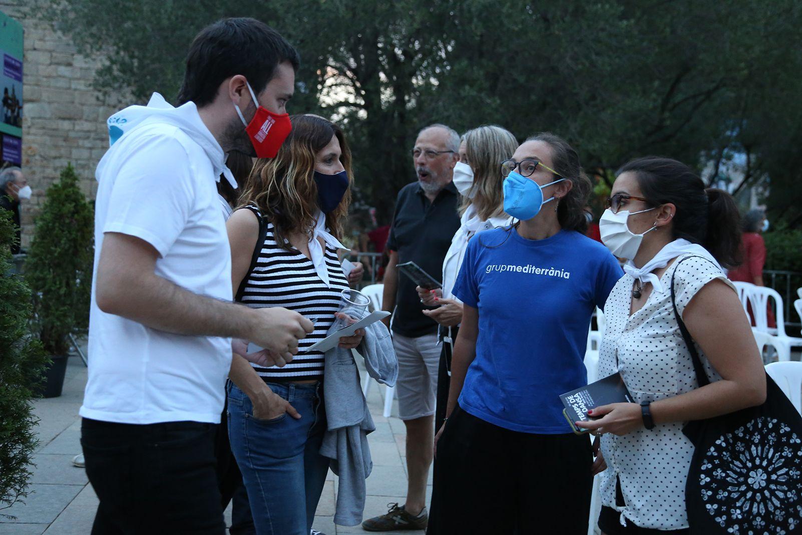 Raúl Romeva, la Consellera de Predisència i Mireia Ingla asisteixen a l'espectacle del Grup Mediterrània. Foto: Anna Bassa