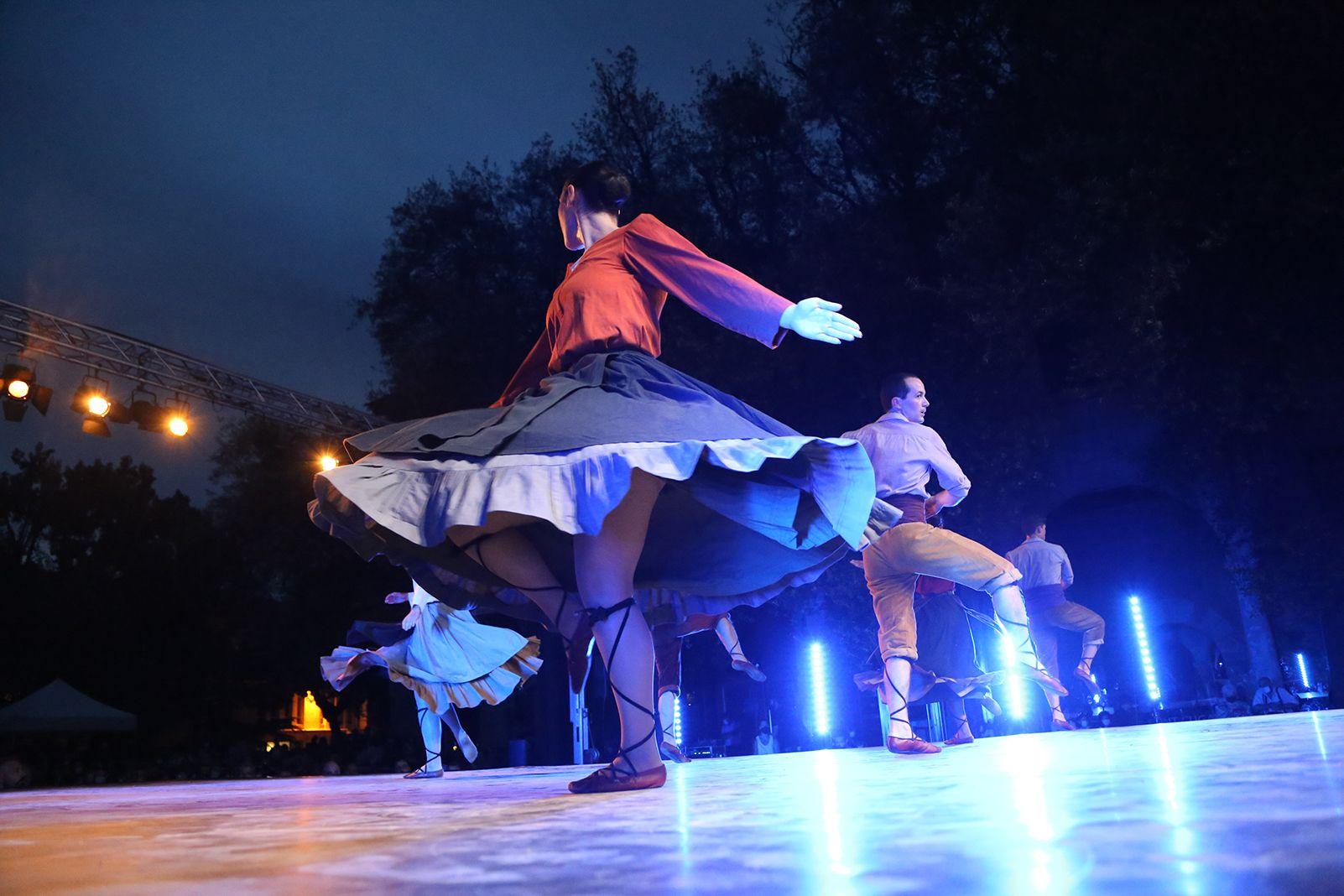 'Temps de dansa' Grup Mediterrània. Foto: Anna Bassa