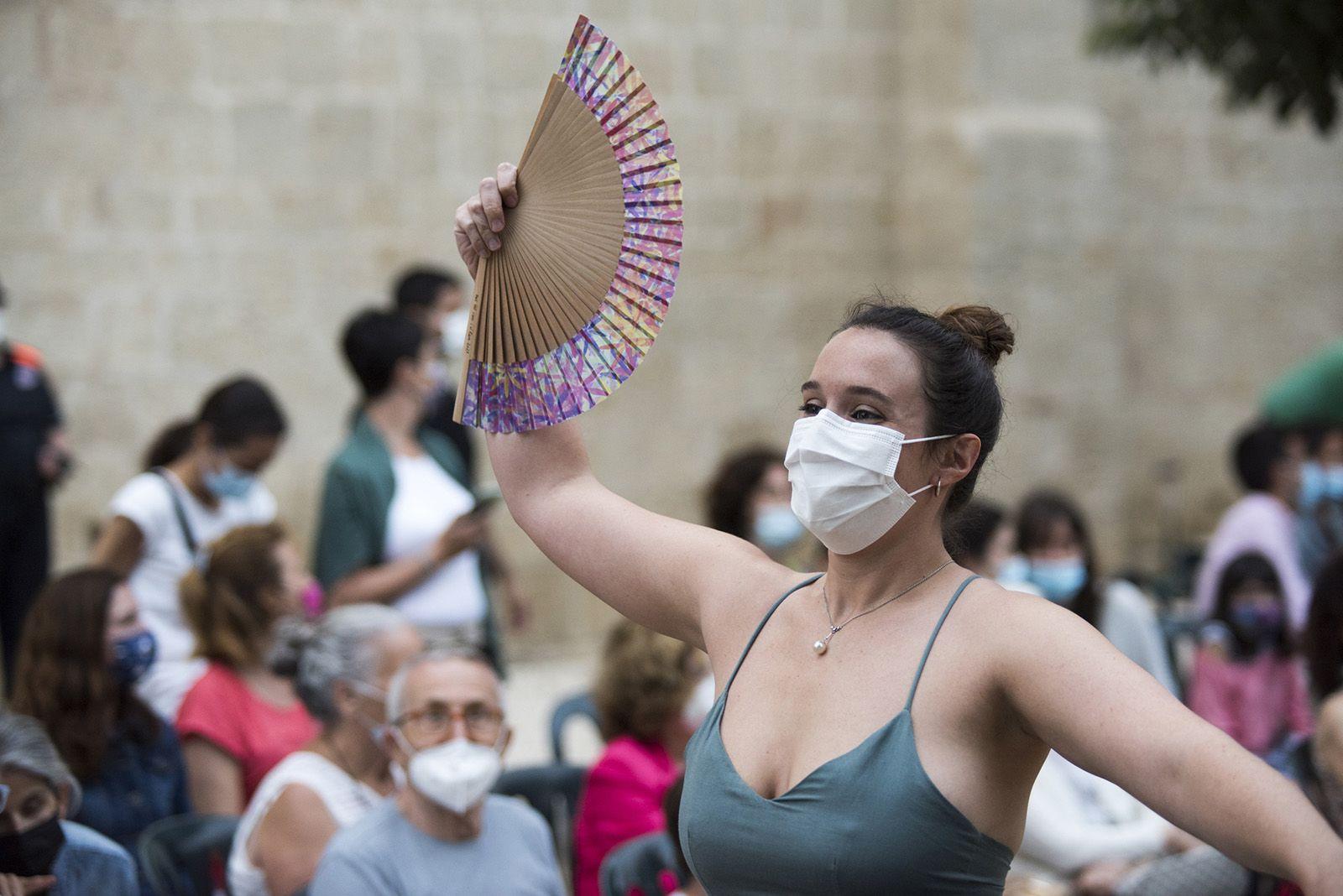 """""""Paga-li, Joan"""" ball del vano i el ram. Foto: Bernat Millet."""
