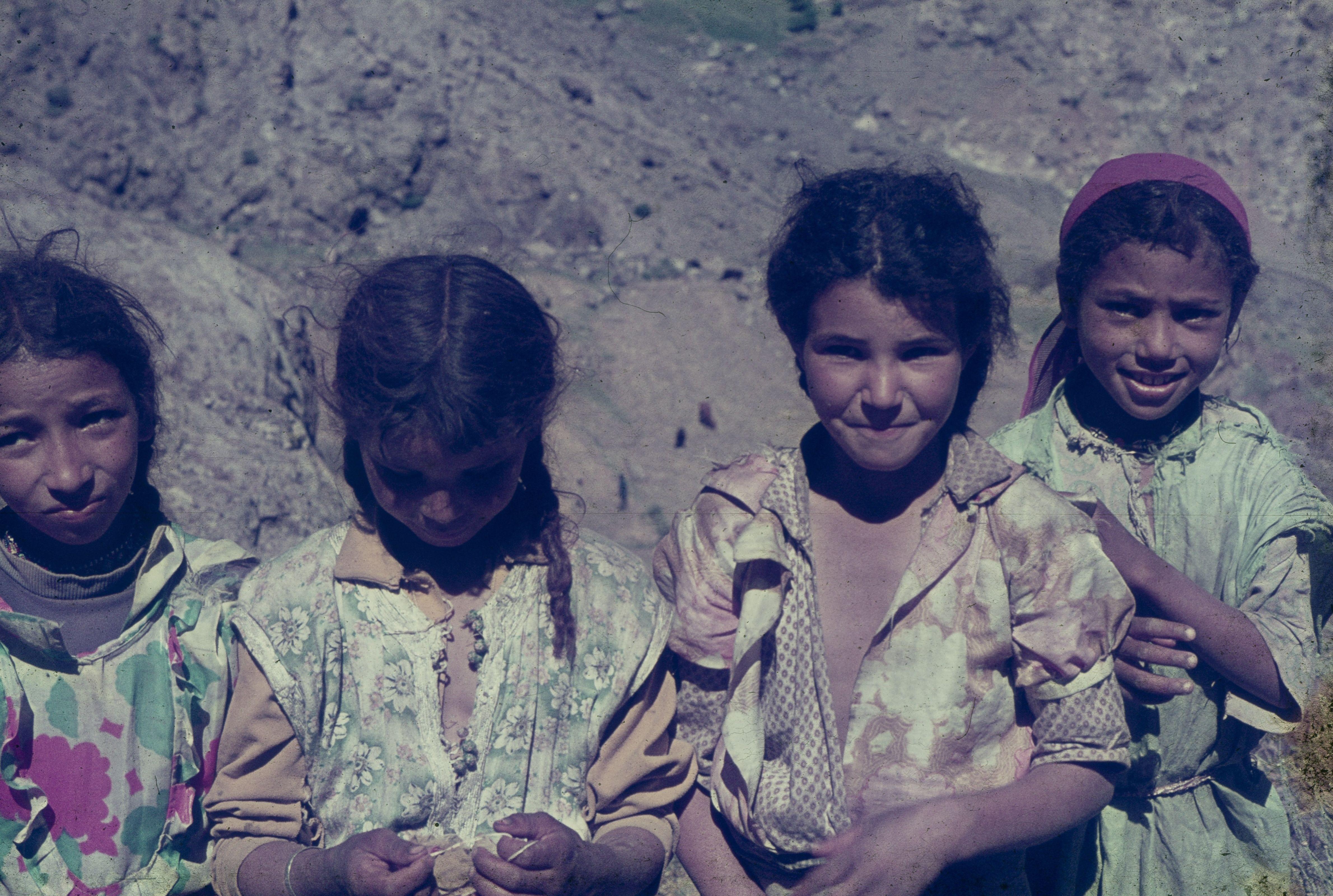 nenes al poble de routbarak