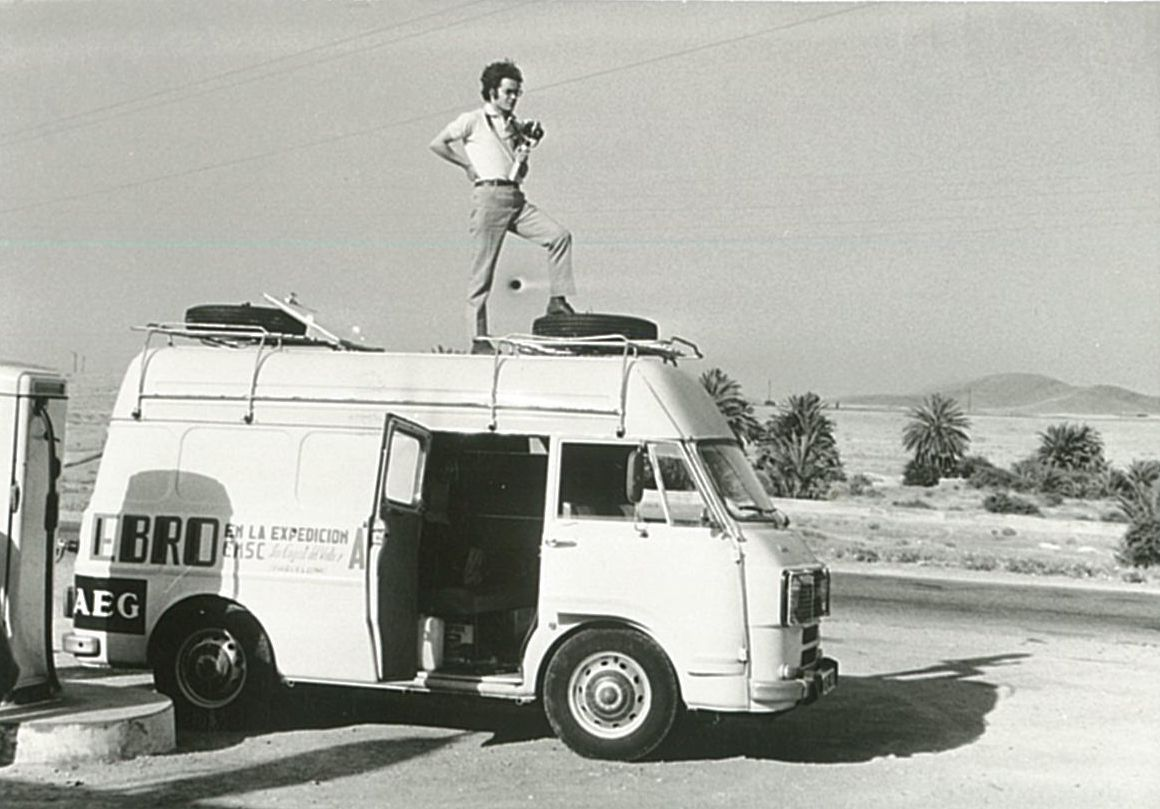En Ramon Pros sobre la furgoneta camí de l'Atles
