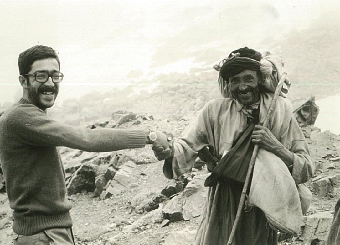 En Pere Pérez saludant un pastor Berber