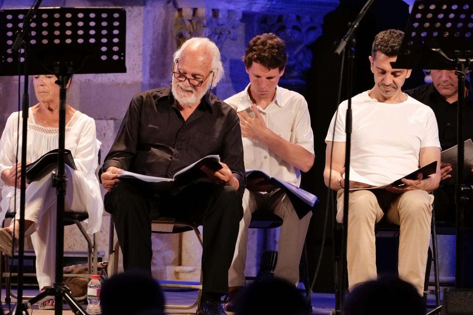 Lectura dramatitzada d'El màrtir Cugat al Claustre del Monestir. FOTO: Ajuntament de Sant Cugat