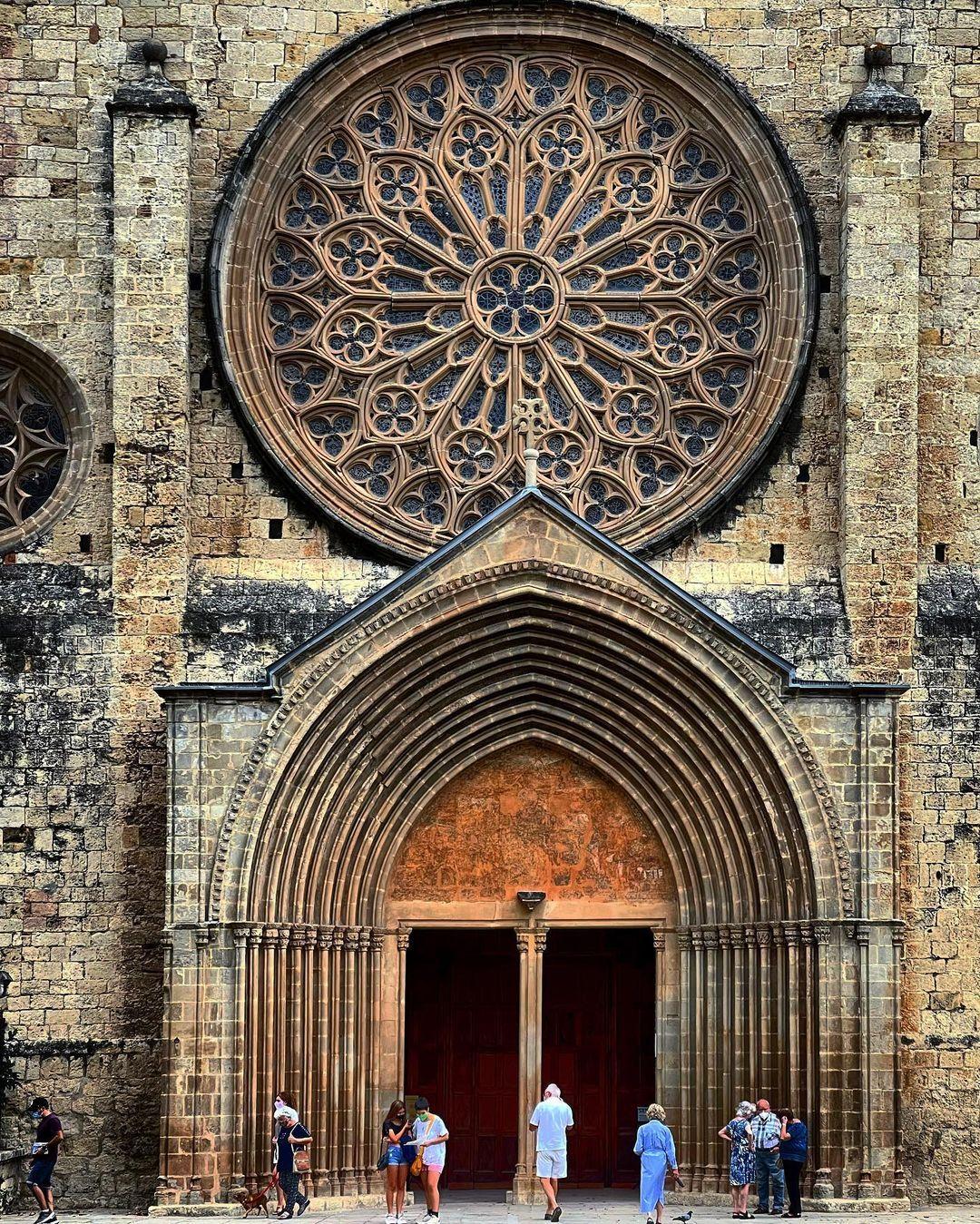 Magnànim. Monestir de Sant Cugat. FOTO: @betta_spl_