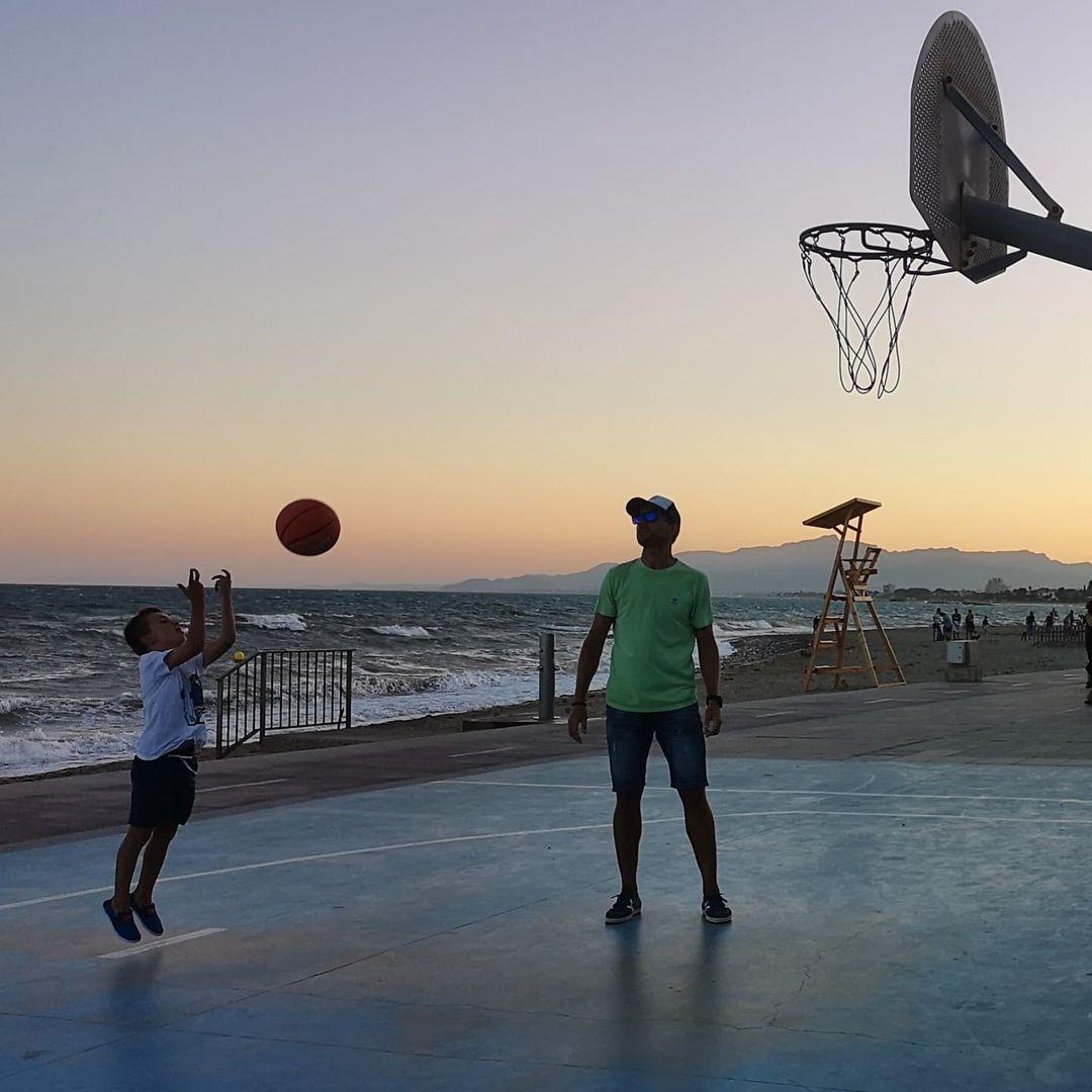 Bàsquet a peu de platja. Feta a Cambrils. FOTO: @mis_encuadres